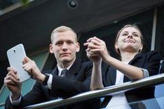 Giovani coppie di affari che hanno una rottura immagini stock libere da diritti