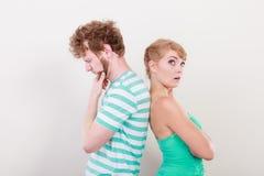 Giovani coppie dopo il litigio offensivo di nuovo alla parte posteriore Immagine Stock Libera da Diritti