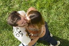 Giovani coppie esterne Fotografia Stock