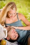 Giovani coppie felici immagini stock