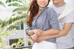 Giovani coppie felici asiatiche fotografia stock