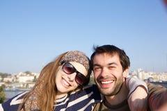Giovani coppie felici che prendono selfie Fotografia Stock Libera da Diritti