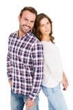 Giovani coppie felici che si levano in piedi di nuovo alla parte posteriore Fotografie Stock Libere da Diritti