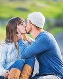 Giovani coppie felici nell'amore fotografia stock