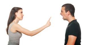 Giovani coppie infelici che hanno un argomento Immagini Stock