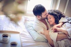 Giovani coppie a mattina Fine in su fotografia stock libera da diritti