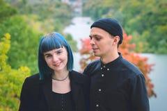 Giovani coppie nel sorridere nero delle camice Fotografia Stock