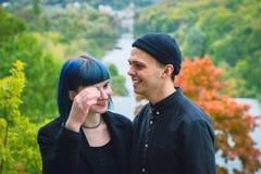Giovani coppie nel sorridere nero delle camice Immagini Stock Libere da Diritti