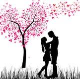 Giovani coppie nell'amore royalty illustrazione gratis