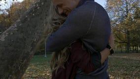 Giovani coppie nell'amore archivi video