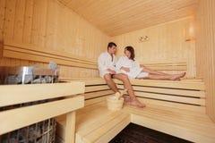 uomini e donne nella sauna foto stock 269 uomini e donne nella sauna immagini stock e. Black Bedroom Furniture Sets. Home Design Ideas