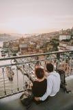 Giovani coppie a Oporto, Portogallo fotografia stock