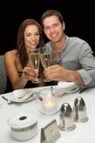 Giovani coppie in ristorante Fotografia Stock