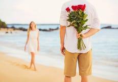 Giovani coppie romantiche nell'amore, Immagini Stock Libere da Diritti