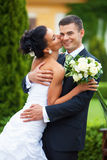 Giovani coppie sposate appena Immagini Stock