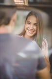 Giovani coppie sul caffè bevente della prima data Fotografia Stock Libera da Diritti