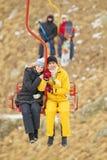 Giovani coppie sul ropeway Fotografie Stock Libere da Diritti