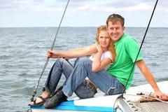 Giovani coppie sulla barca Fotografia Stock Libera da Diritti