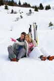 Giovani coppie sulla vacanza del pattino Immagine Stock