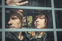 Giovani coppie tristi dopo un litigio Fotografia Stock