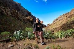 Giovani coppie in valle di Masca Fotografia Stock Libera da Diritti