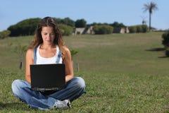 giovani della donna del computer portatile Fotografia Stock