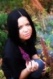 giovani della sosta della ragazza di autunno Fotografie Stock Libere da Diritti
