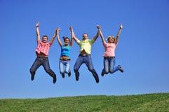 giovani di salto della gente del grande gruppo Fotografia Stock Libera da Diritti