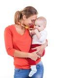 Giovani donna e neonato caucasici sopra bianco Immagini Stock
