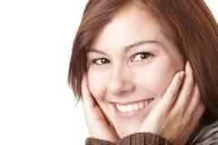 Giovani, donna sorridente graziosa con le mani sul fronte immagini stock
