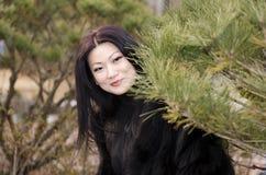 Giovani donne asiatiche piacevoli. Immagini Stock