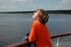 Giovani donne a bordo della nave Fotografie Stock Libere da Diritti