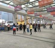 Giovani donne che ballano in Hong Kong Immagini Stock
