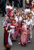 Giovani donne in kimono il giorno di raggiungimento della maturità Fotografia Stock