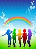 Giovani donne sexy che ballano sulla priorità bassa del Rainbow Fotografia Stock