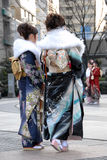 Giovani donne in vestito dal kimono Fotografia Stock