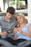 Giovani e comunicazioni Immagini Stock Libere da Diritti