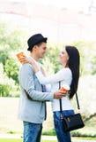 Giovani e coppie adorabili ad una data romantica Immagine Stock Libera da Diritti
