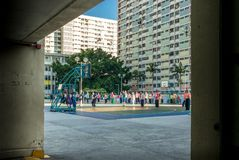 Giovani ed anziani che praticano Tai Chi in Hong Kong - 1 Fotografie Stock Libere da Diritti