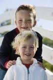 Giovani fratelli felici Fotografie Stock