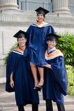 Giovani laureati che celebrano Immagine Stock Libera da Diritti