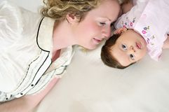 Giovani madre e bambino Immagine Stock
