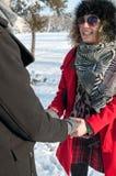 Giovani mani della holding delle coppie Fotografia Stock Libera da Diritti