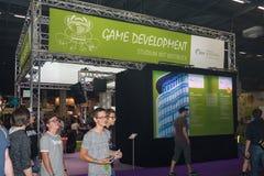 Giovani ospiti davanti allo sviluppatore del gioco del ` s dell'università di Heidelberg fotografia stock libera da diritti