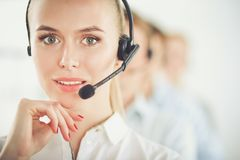 Giovani persone di affari e colleghi positivi attraenti in un ufficio della call center businesspeople Immagine Stock