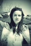 giovani poco profondi della donna della sosta di dof fotografie stock