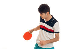 Giovani racchette di tennis della tenuta del tipo ed abbassato il suo capo Immagine Stock