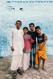 Giovani ragazzi in villaggio indiano Fotografia Stock