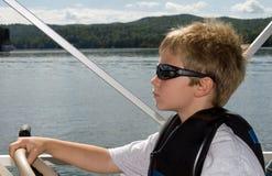 Giovani ragazzo e barca Fotografia Stock Libera da Diritti