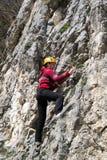 giovani rampicanti della donna della roccia fotografie stock